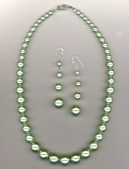 green graduated pearl necklace earring set