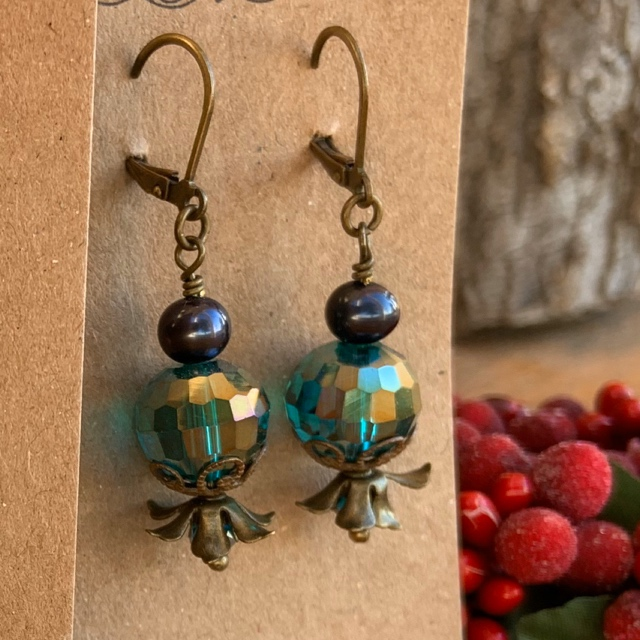 Emerald Crystal Pearl Antiqued Gold  earrings