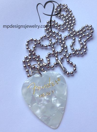 Fender White Pearl Guitar Pick Necklace