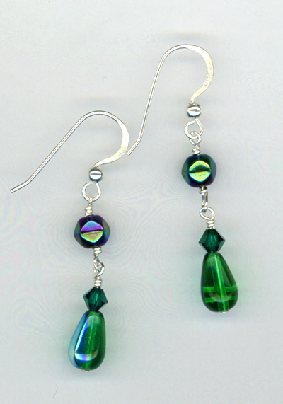 emeradl green teardrop earrings